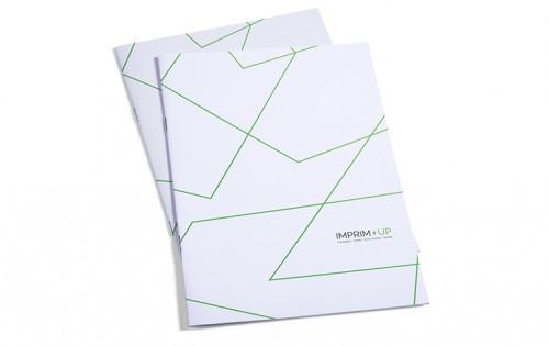 Brochure agrafée 16,5 x 24cm portrait 135g avec couverture 250g