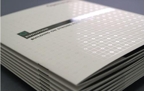 Brochure pelliculée mat avec vernis sélectif